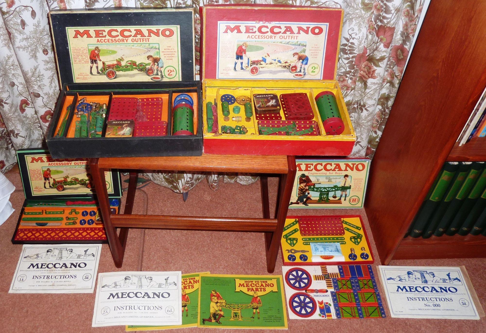 Jan 2011 Malcolm Hanson Display sets